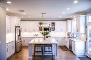 A large kitchen with an island countertop.
